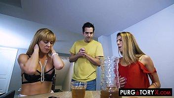 Hombre astuto teniendo sexo con dos mujeres maduras – Cherie Deville XXX