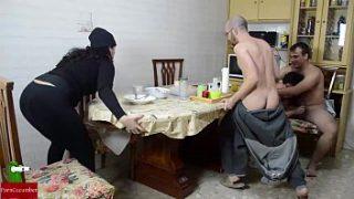 Orgía en el desayuno. Mujer madura y mujer gorda sexo – (Pamela Sanchez)