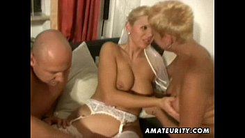 Trío sexo amateur casero de mujer madura